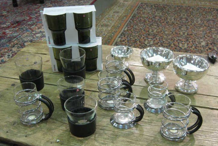 6: COLLECTION OF TABLE ARTICLES, MOSTLY GLASSWARE