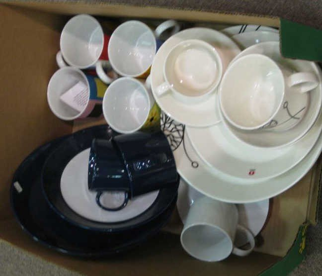 20: COLLECTION OF POTTERY TABLEWARE