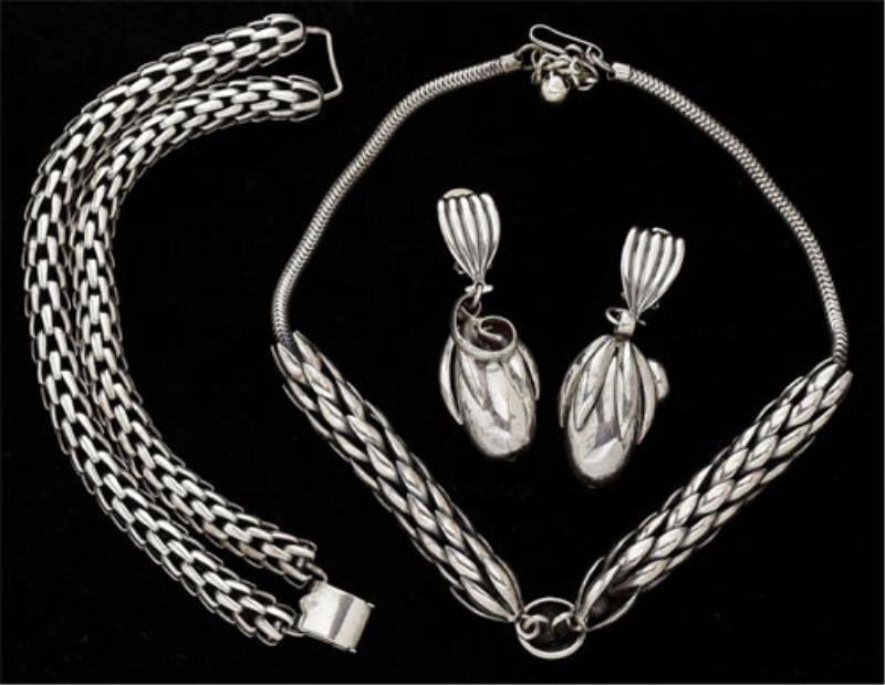 8: Necklace, Earrings and Bracelet