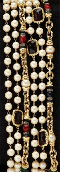 17: Vintage faux pearl and gemstone long chain