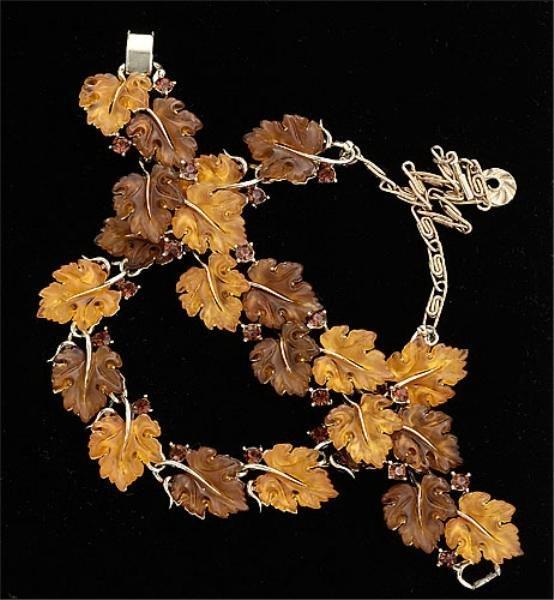 19: Autumn leaf necklace and bracelet set