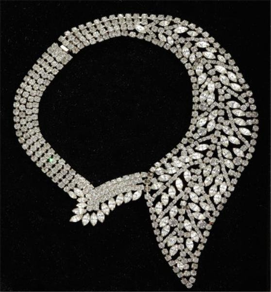 31: Rhinestone collar with marquise and round