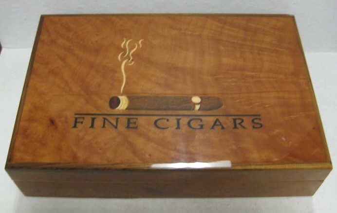 192: FINE INLAY AND LACQUERED WOOD CIGAR BOX