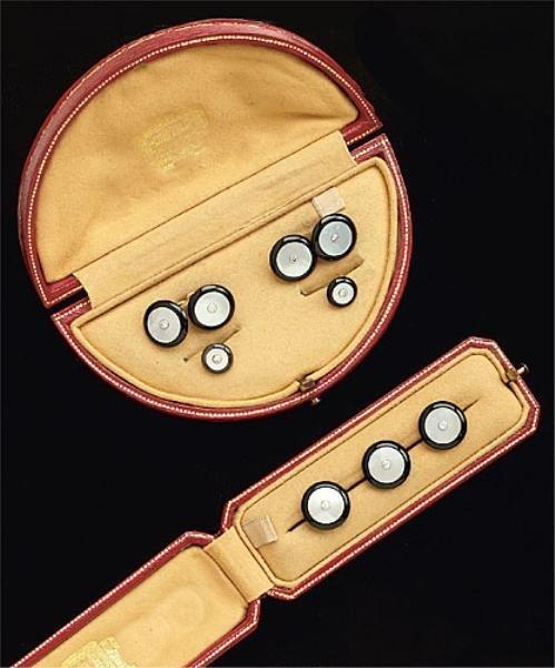 1061: DIAMOND AND ONYX DRESS SET, CARTIER