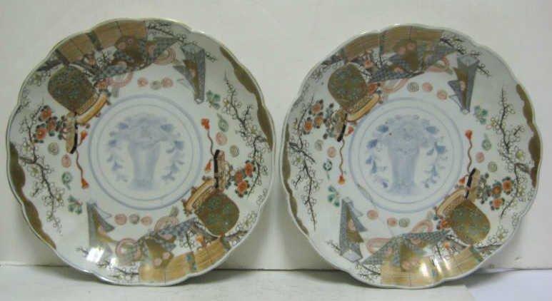 PAIR OF JAPANESE IMARI PORCELAIN PLATES