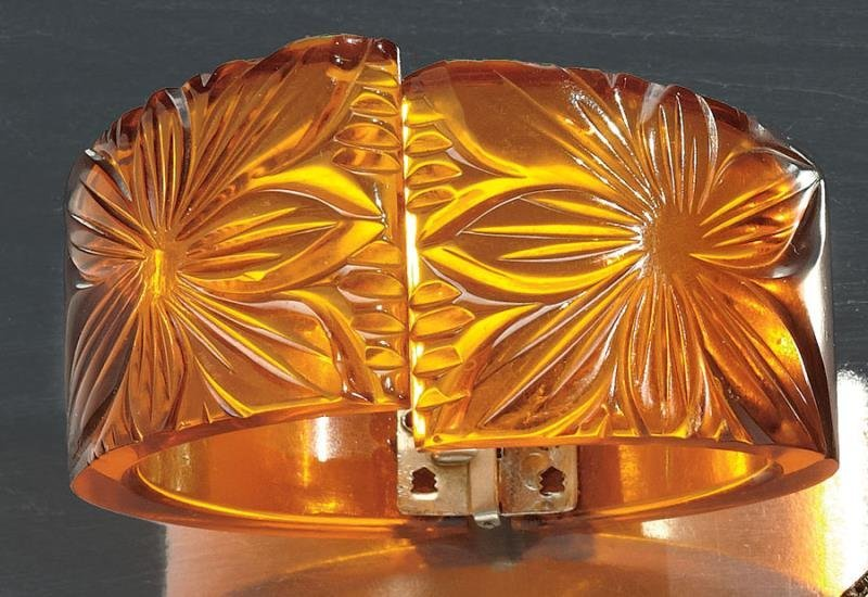 CARVED BAKELITE HINGED BANGLE