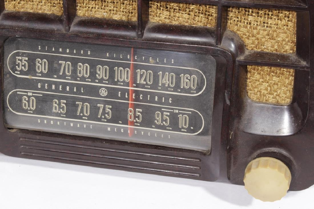 Lot of Two Vintage Radios - 2