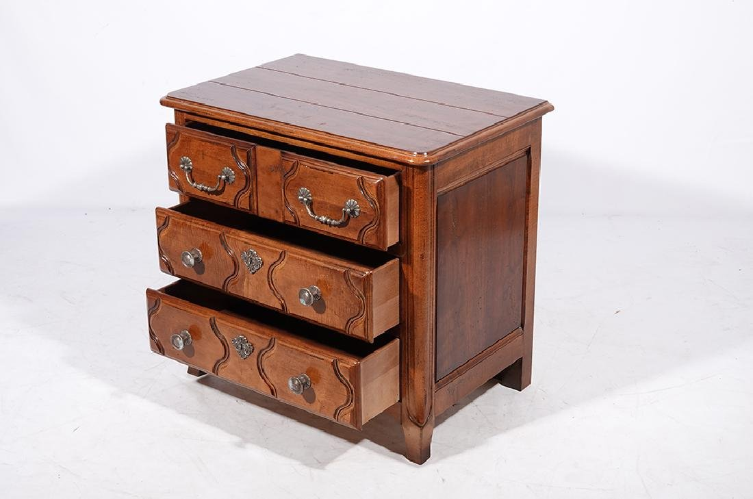 Pair of HENREDON Louis XV Style Bedside Chests - 4