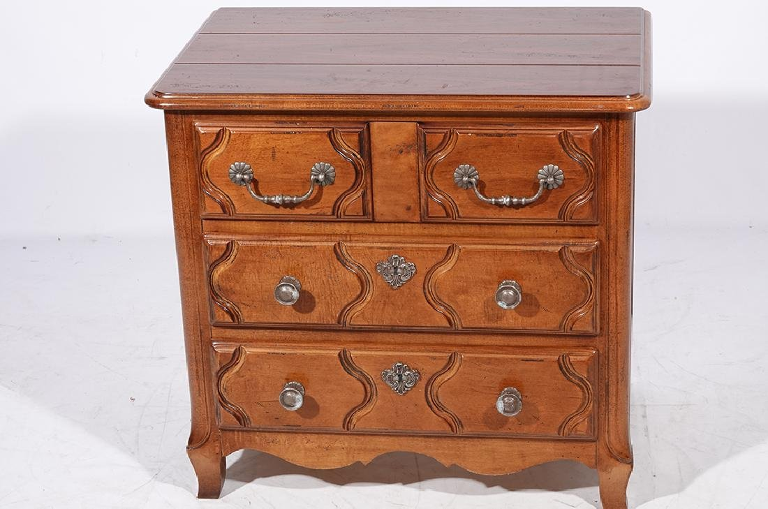 Pair of HENREDON Louis XV Style Bedside Chests - 5
