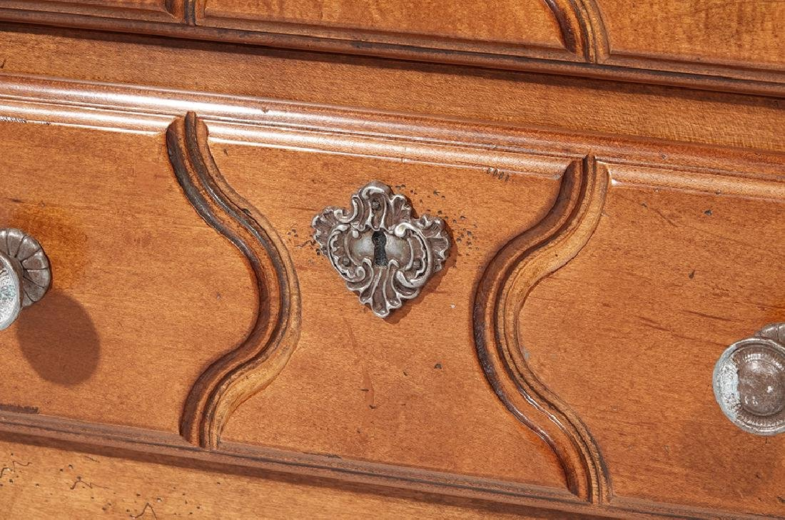 Pair of HENREDON Louis XV Style Bedside Chests - 6