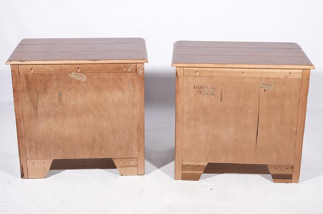 Pair of HENREDON Louis XV Style Bedside Chests - 9
