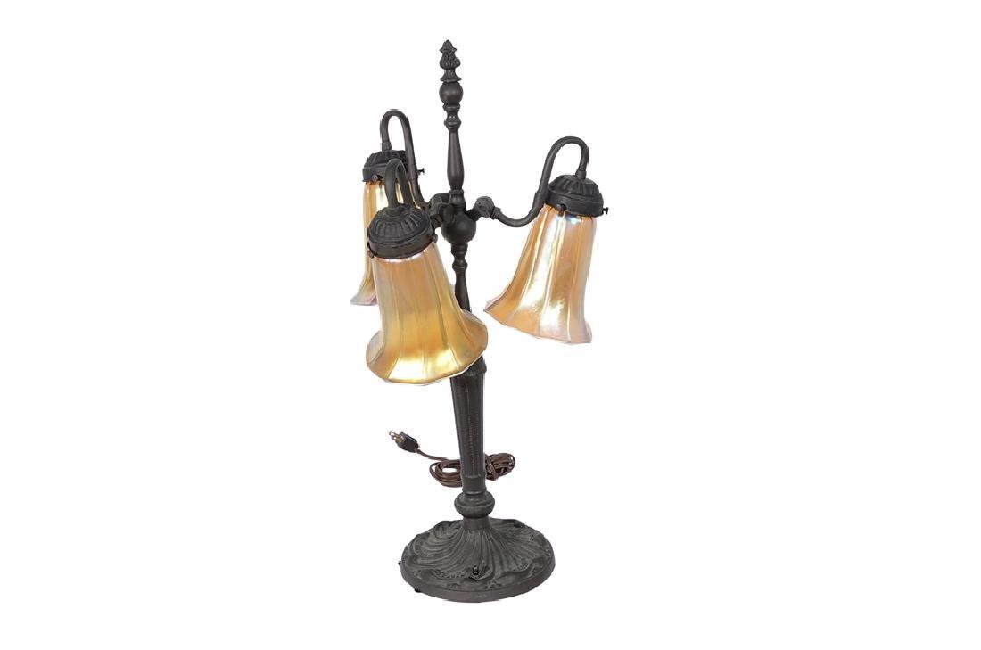 """Replica """"QUEZAL Lily""""  Lamp"""