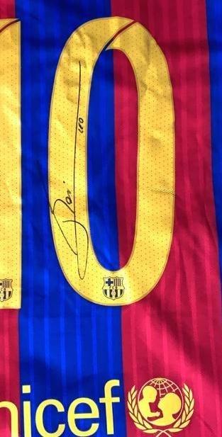 Lionel Messi #10 Barcelona Signed Jersey - 2