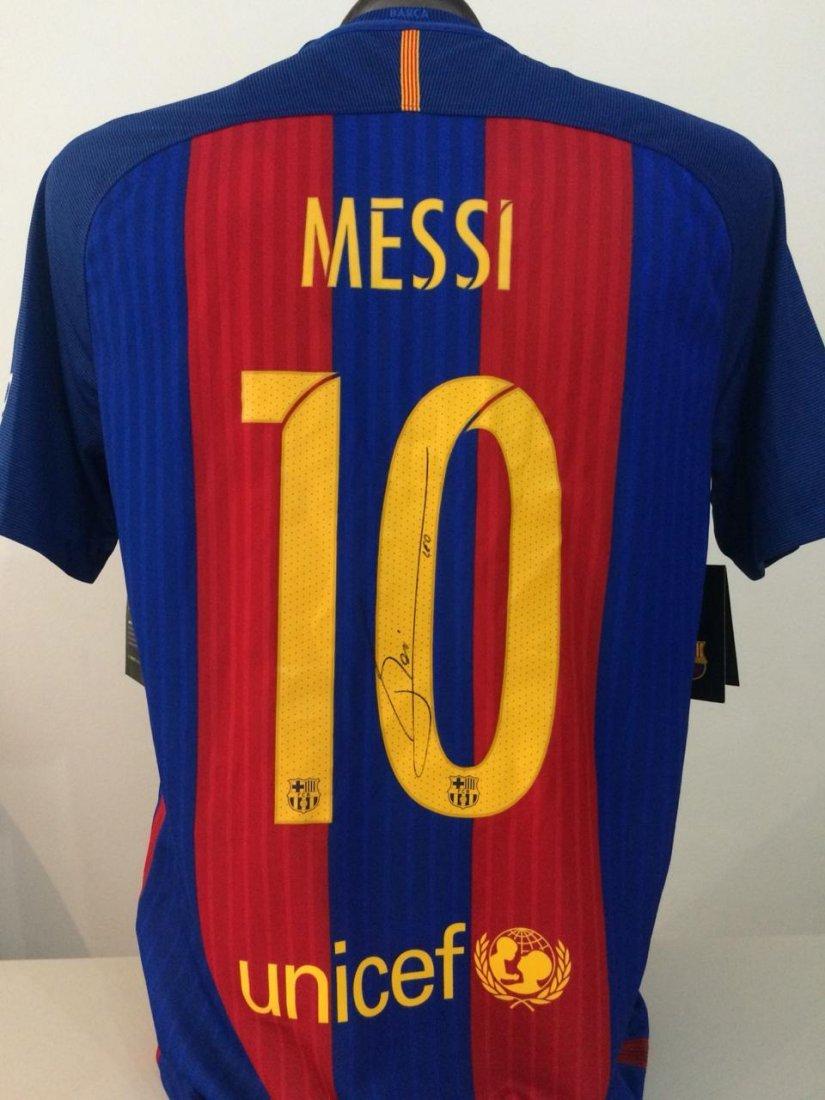 Lionel Messi #10 Barcelona Signed Jersey - 4