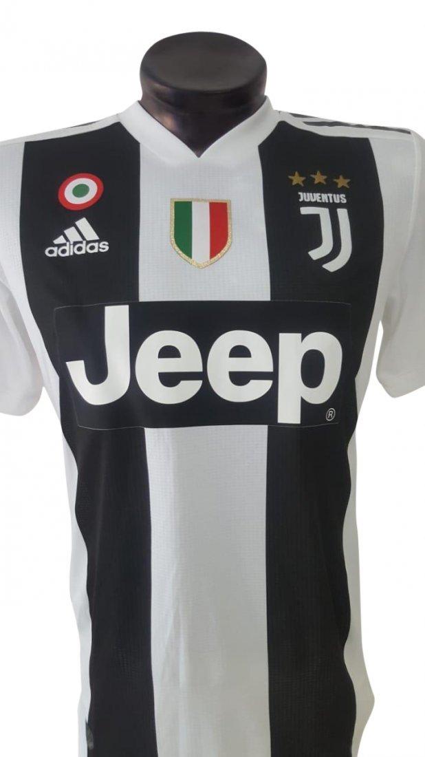 Juan Cuadrado #16 Juventus Autographed Jersey - 2