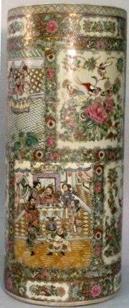 10: CHINESE FAMILLE ROSE UMBRELLA STAND: