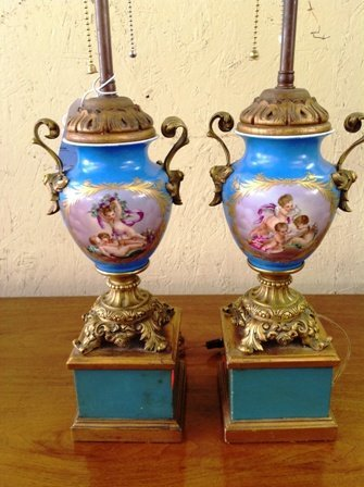 PAIR OF CLASSICAL STYLE PORCELAIN URNS: