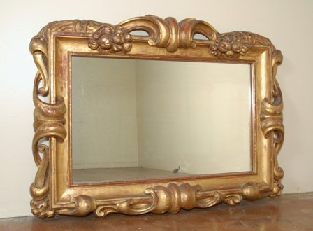 A CONTINENTAL GILT GESSO OVERMANTLE MIRROR: