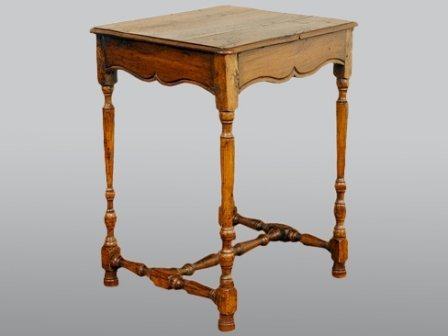 A LOUIS XIV STYLE PROVINCIAL OAK SIDE TABLE: