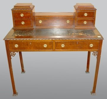 A CHIPPENDALE STYLE MAHOGANY WRITING DESK: