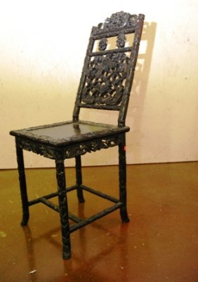 A FINELY CARVED CHINESE CHAIR: