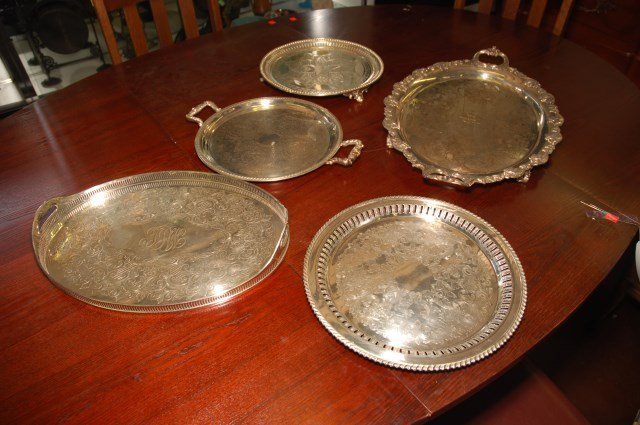 GROUP LOT OF FINE SILVERPLATE TRAYS