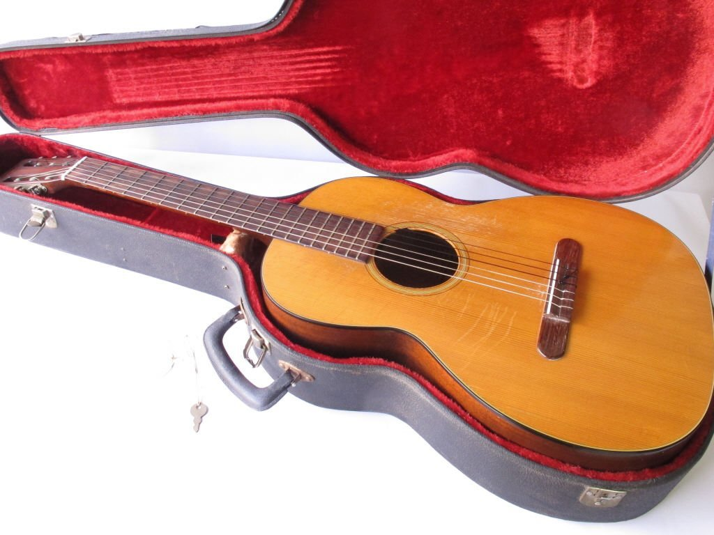 CF Martin & Co Classical Guitar - 8