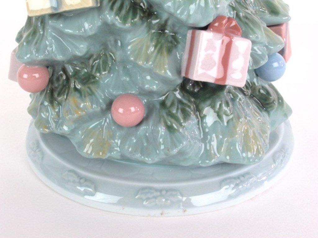 "Lladro ""Christmas is Here"" Tree - 5"