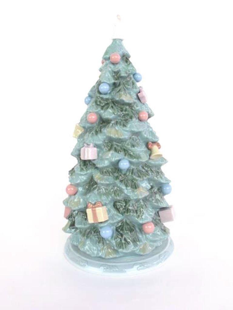 "Lladro ""Christmas is Here"" Tree - 6"