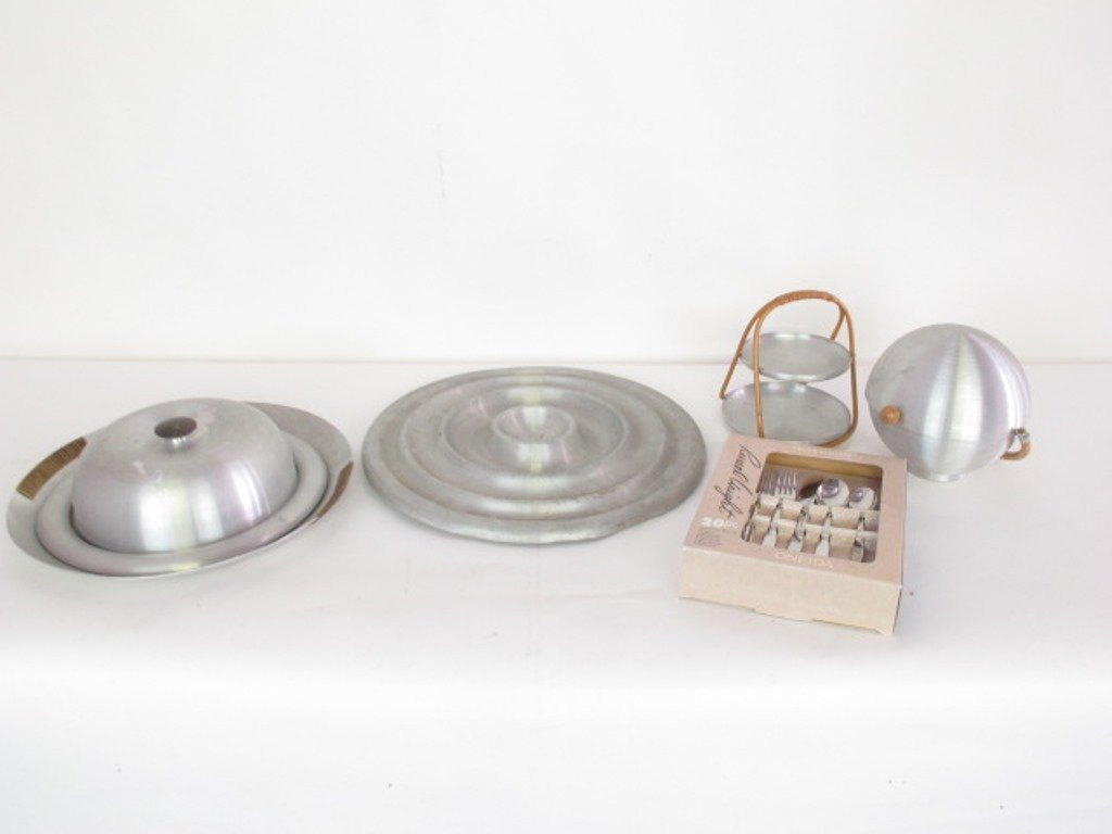 Group of Five Russell Wright Serving Items - 4