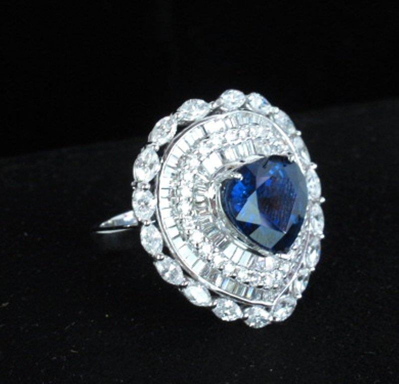 Ladies 18 karat White Gold Sapphire & Diamond Ring
