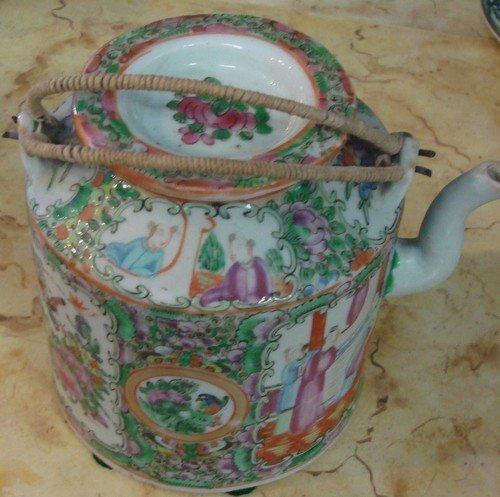1605: Antique Chinese Famille Rose Porcelain Tea Pot
