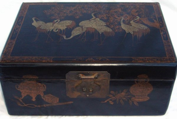 2013: Antique Chinese Lacquer Crane Box - 3