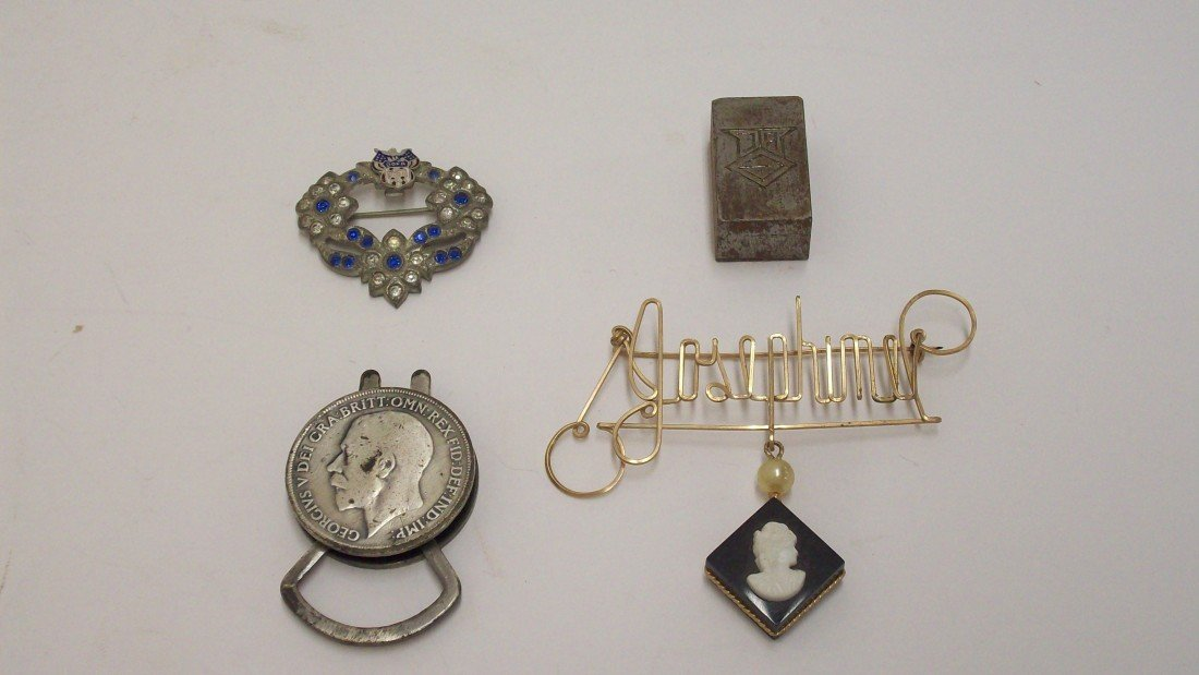 10: Lot of Pins, Keyholder and Stamp