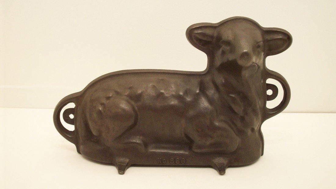 20: Vintage Griswold Cast Iron Lamb Cake Mold #866