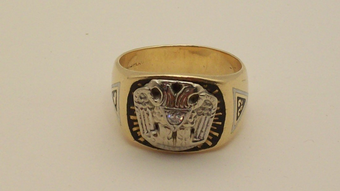 24: Masons Ring 14KT Gold  with Diamond