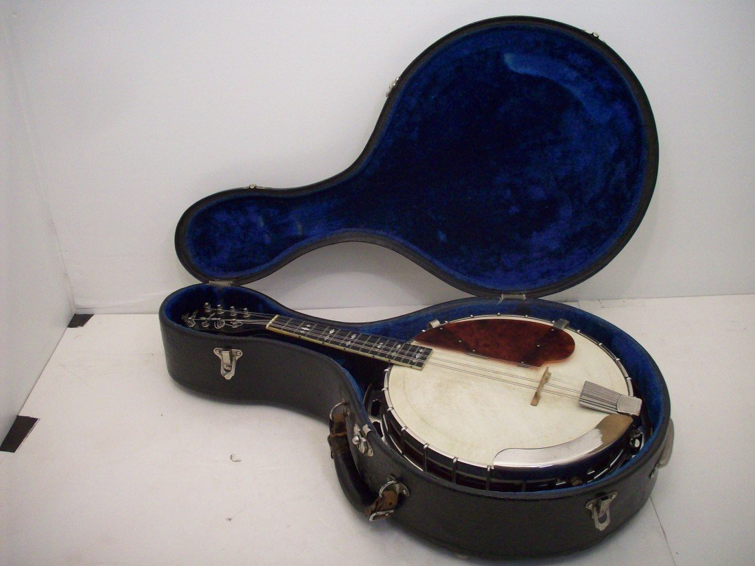 The Gibson Banjo-Mandolin MB-3 with Case