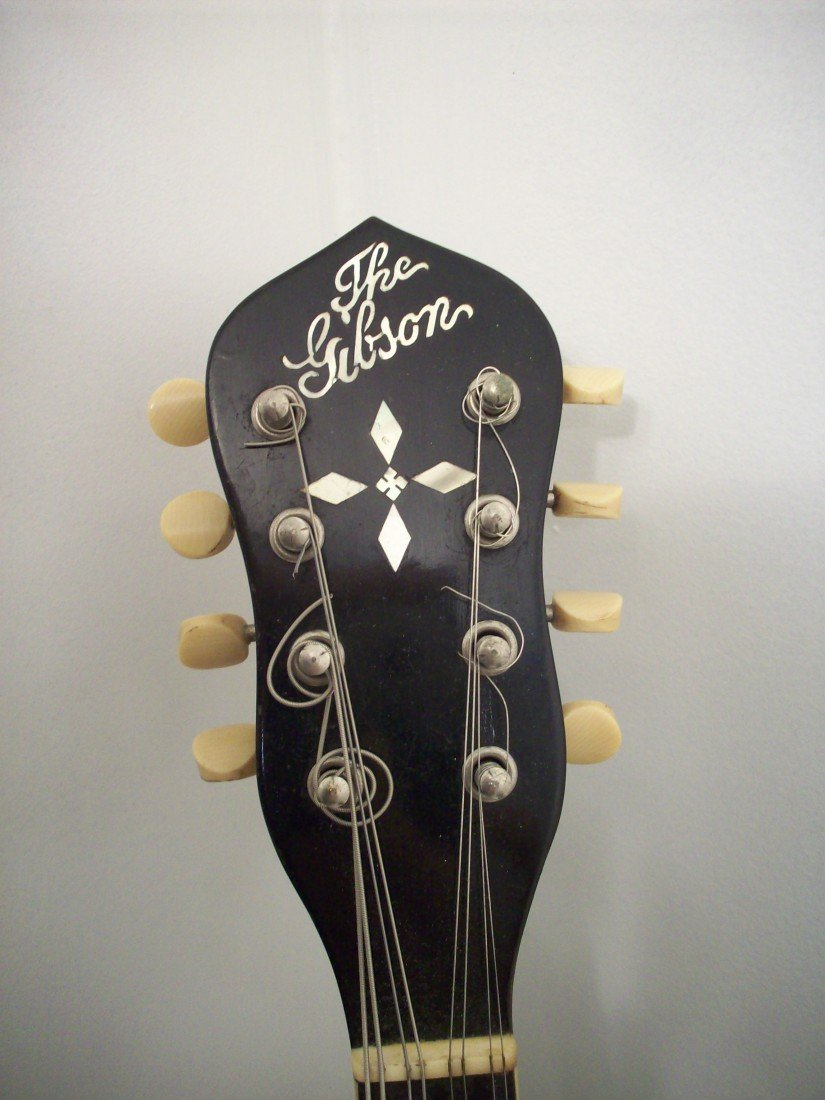 The Gibson Banjo-Mandolin MB-3 with Case - 3