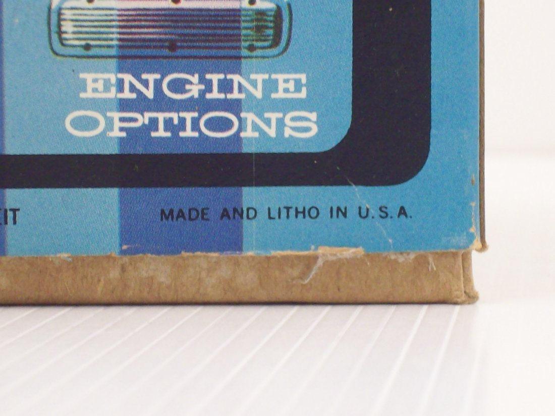 AMT '68 Corvair 1/25 Scale Model Car Kit - 7