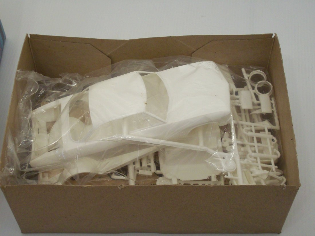 AMT '68 Corvair 1/25 Scale Model Car Kit - 8