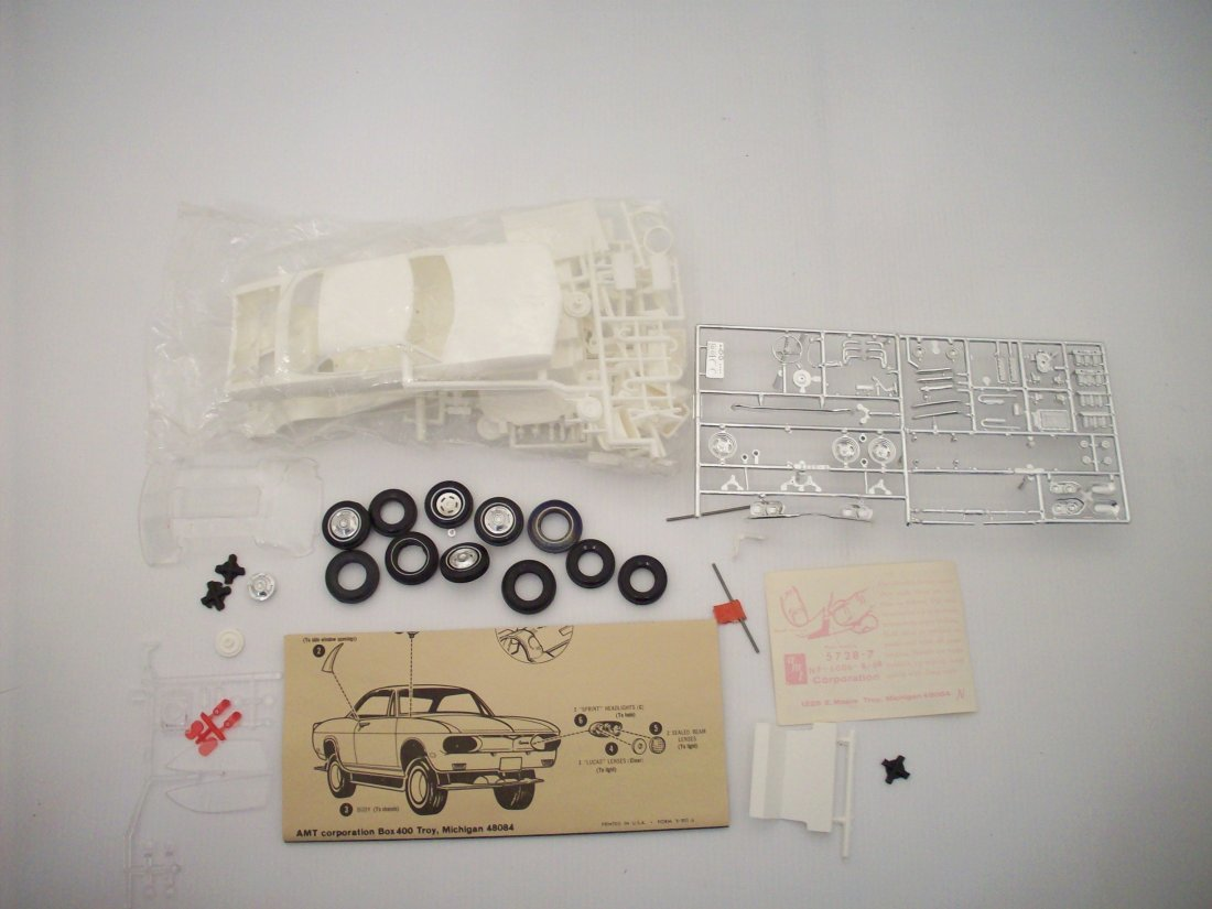 AMT '68 Corvair 1/25 Scale Model Car Kit - 9