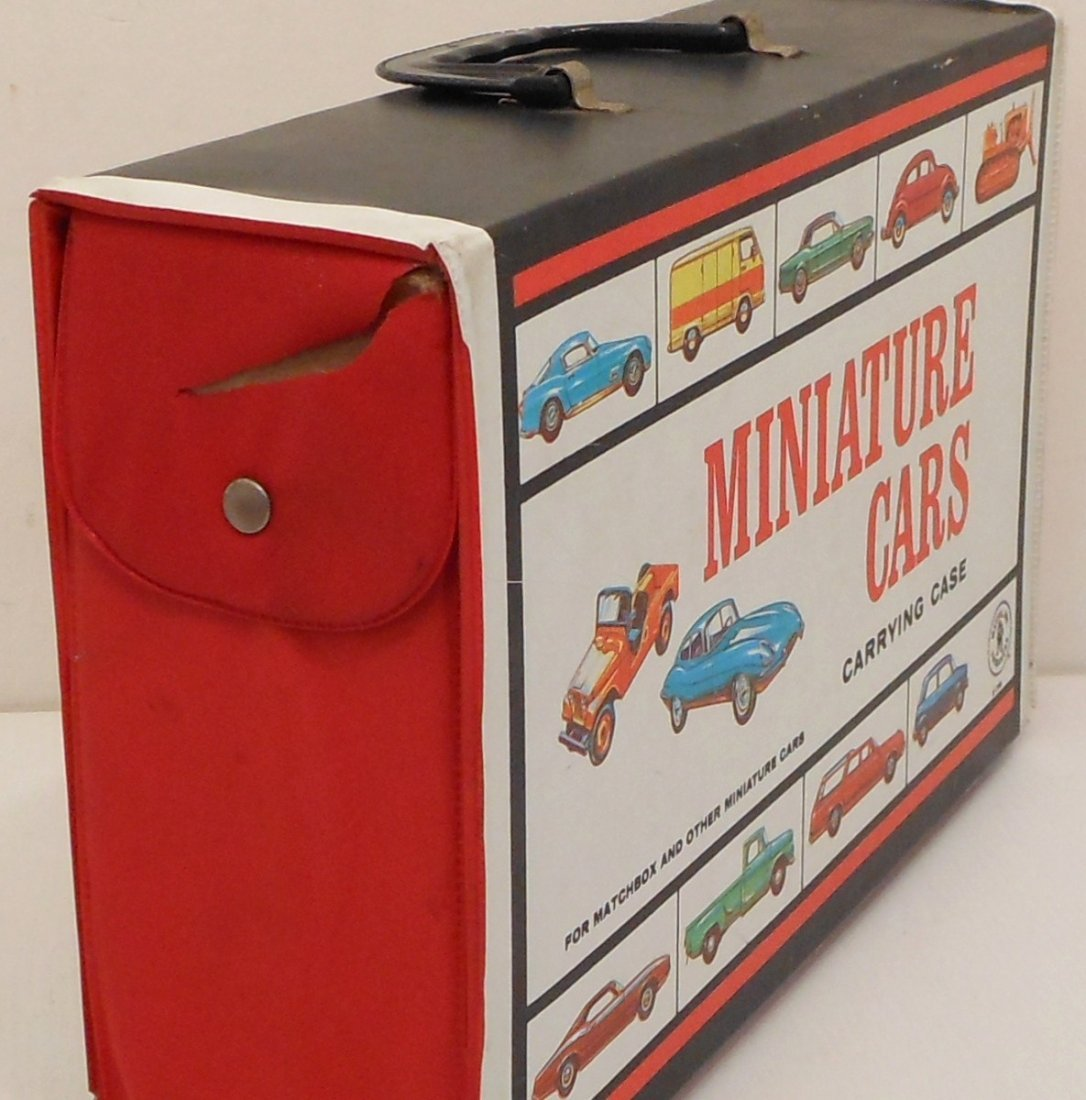 Mattel Miniature Cars Case with Matchbox Cars - 3