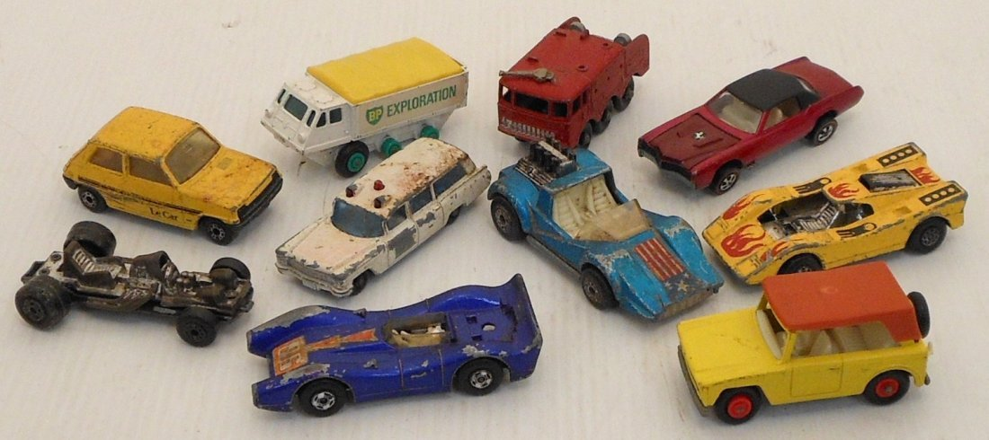 Mattel Miniature Cars Case with Matchbox Cars - 5