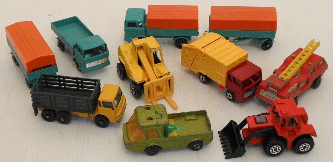 Mattel Miniature Cars Case with Matchbox Cars - 7