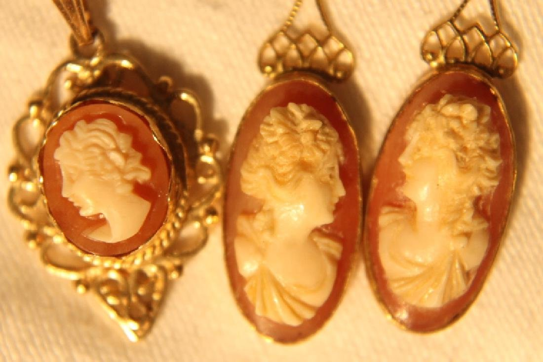 14 kt Gold Pendant & Earrings