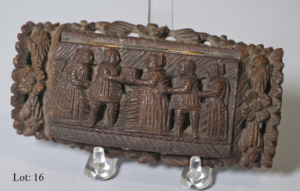 16: Treenware carved relic box