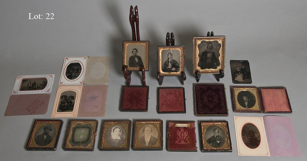22: Lot of early photographica