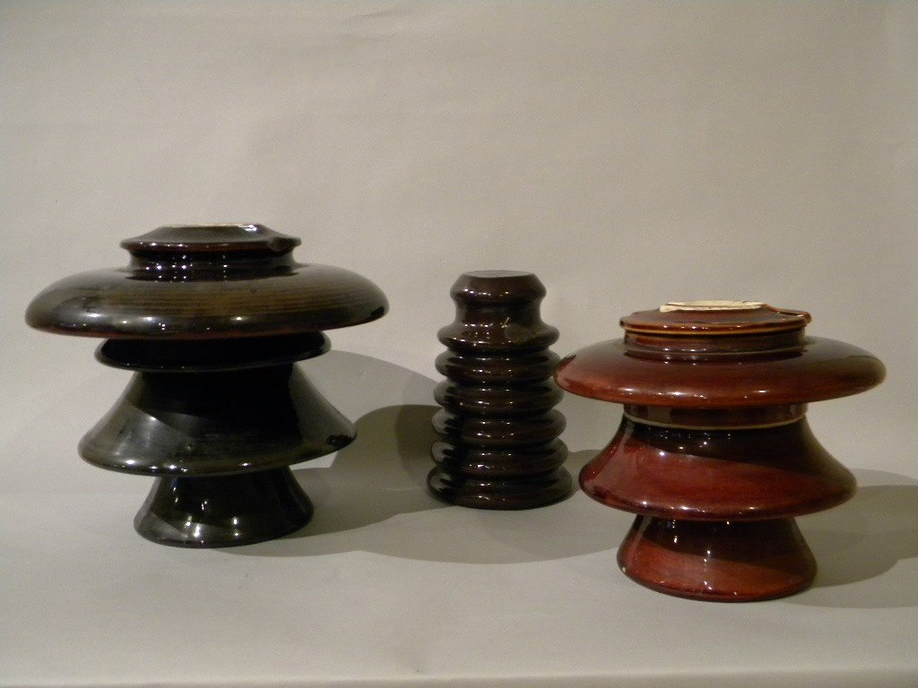 "136: lot of 3 insulators, 10"" Victor, and 2 other unmar"