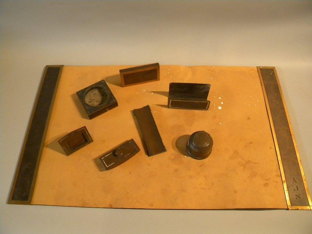6: 7 Desk Set Pieces