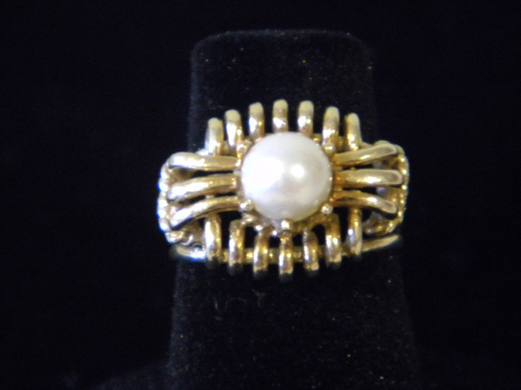 20: 14kt Gold Ladies Pearl Ring